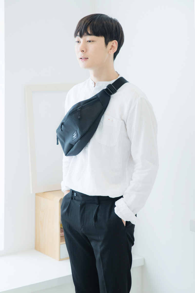HALF MOON Waist Bag_1800Black